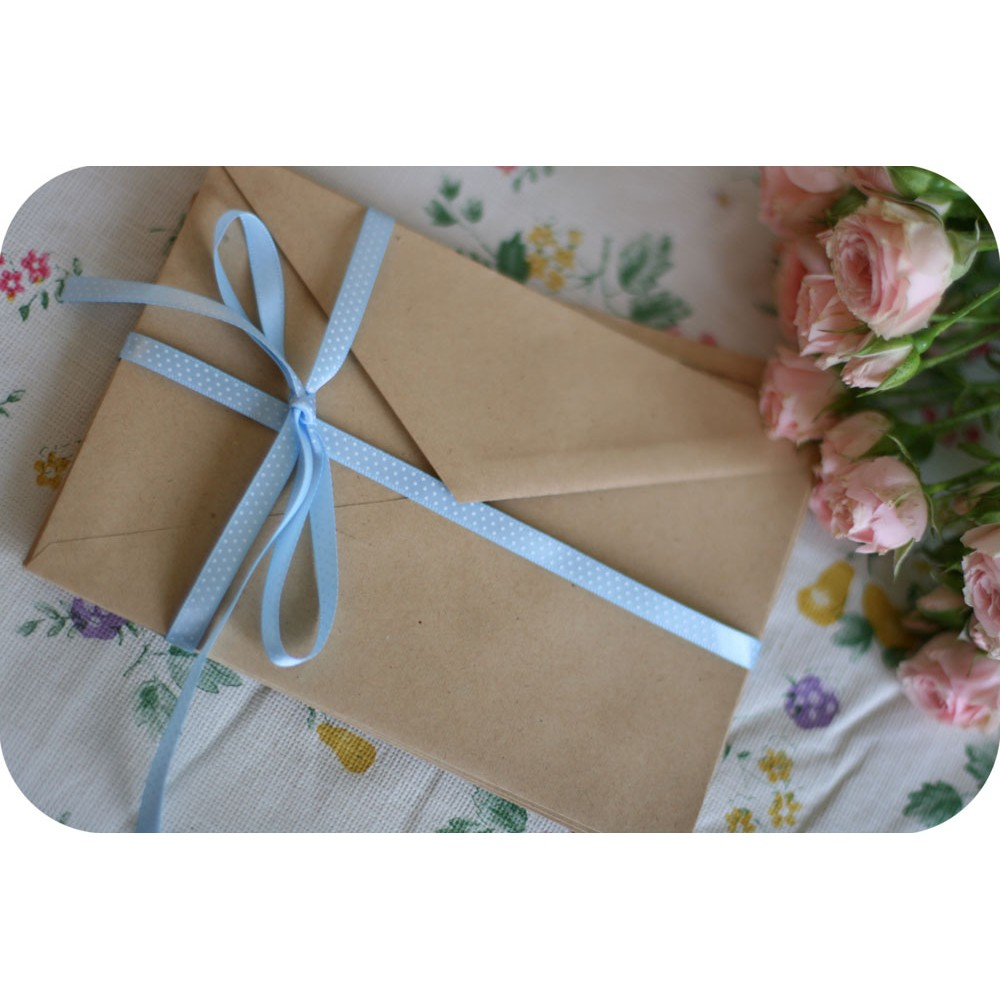 Как украсить цветок для подарка 10